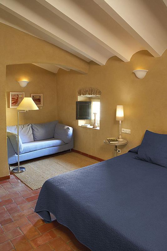 HOTEL-LA-PLAÇA-MADREMANYA-FIGUERA-empordavita